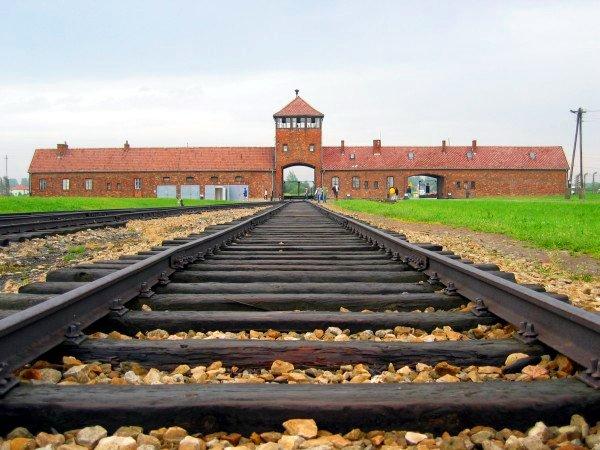 Auschwitz-birkenau-main_track